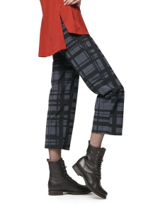 Traveler Crop Plaid Pant