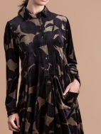 Leaf Print Velvet Pocket Dress by Alembika